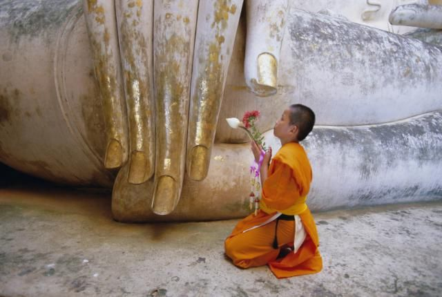 Do Buddhists Worship the Buddha? Depends on What You Mean by Worship.