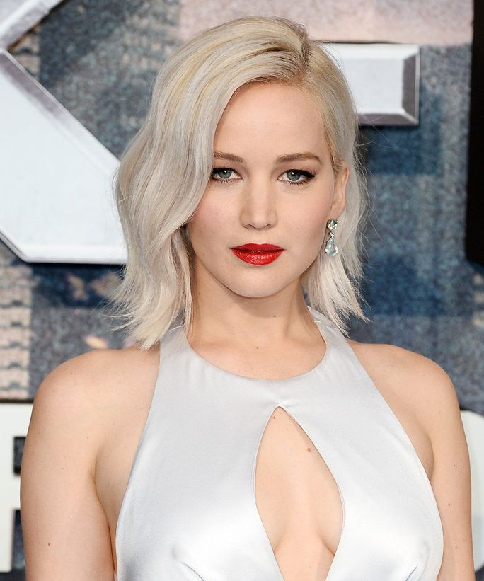 Jennifer Lawrence Brings Sexy Back to the <em>X-Men: Apocalypse</em> London Premiere