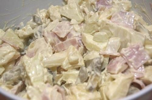 Aardappelsalade Met Ham, Ui, Appel, Augurk En Ei recept | Smulweb.nl