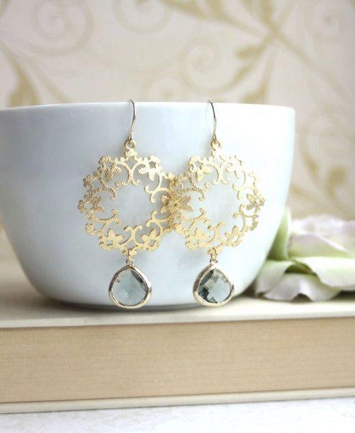 Gold Grey Moroccan Boho Filigree Chandelier Earrings. por Marolsha