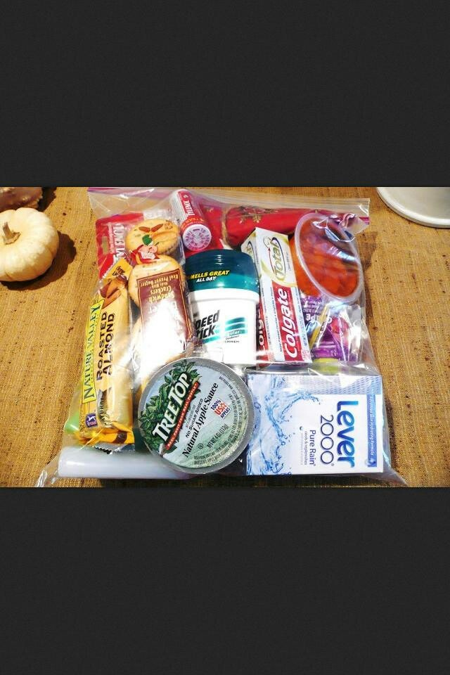 Care bags for homeless people keep them in your car to give to people in need Love this idea!