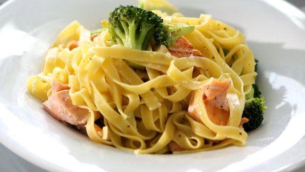 Tagliatelle s brokolicí a lososem. Foto: