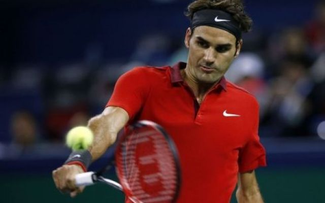 Tennis, Federer vola in finale a Shanghai: battuto Djokovic in due set #tennis #federer #djokovic