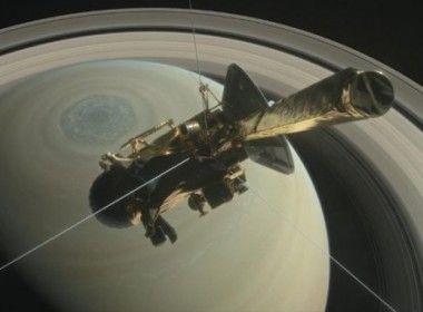 Cassini inicia no dia 22 a etapa final de sua missão em Saturno  Nave da NASA orbitando o planeta desde 2004 realizou impressionantes descobertas, e antes de ser destruída na atmosfera do planeta deverá enviar mais dados sobre sua constituição     Leia mais: http://ufo.com.br/noticias/cassini-inicia-no-dia-22-a-etapa-final-de-sua-missao-em-saturno    CRÉDITO: NASA    #Cassini #Saturno #NASA #RevistaUFO