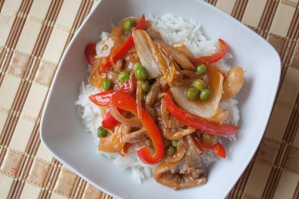 Chińszczyzna z pekinką i boczniakami w lekko pomidorowym sosie (dieta wegańska)