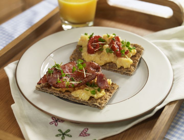 Have you tried Crispbread topped with scrambled egg and bacon or sun dried tomatoes? Discover surprising Ryvita recipes – anything goes!