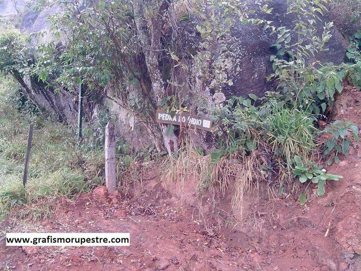 Sitio arqueológico com pinturas rupestres Pedra do Índio Extrema MG Brasil www.grafismorupestre.com