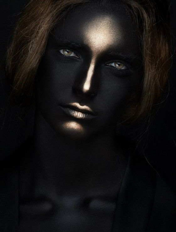 creative makeup black gold 1