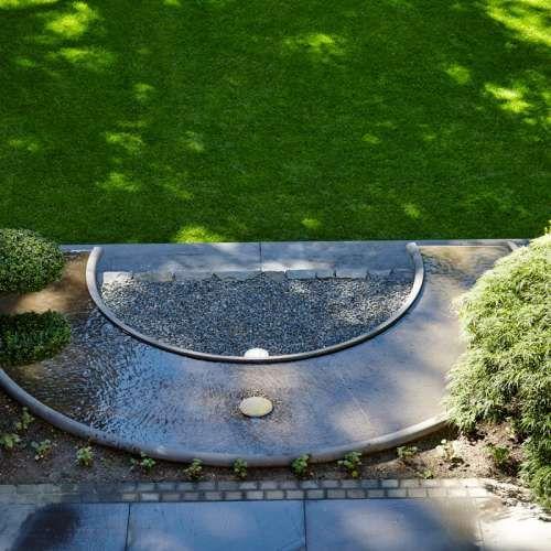 Wasserspiel, Naturstein Grauwacke, klassischer Garten, Ideen | Rasen Anschluss…