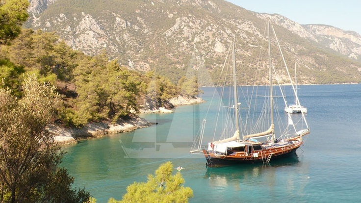 Anchor in a bay in the afternoon - M/S Trippin luxury gulet