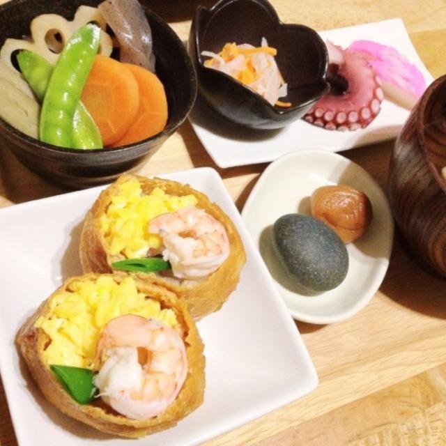 いなりちらし寿司、紅白なます、海老しんじょのお吸い物、紅白かまぼこ、タコの足、梅干し、歯固め石でした( ^ω^ ) - 11件のもぐもぐ - お食い初め膳❣ by miko