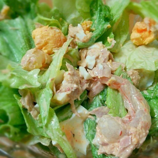 今回はキムチマヨで味付け ゆで卵とツナと海老も入った豪華なサラダ。・:+° - 13件のもぐもぐ - レタスサラダ(´∀`*)ウフフ by ANDY21