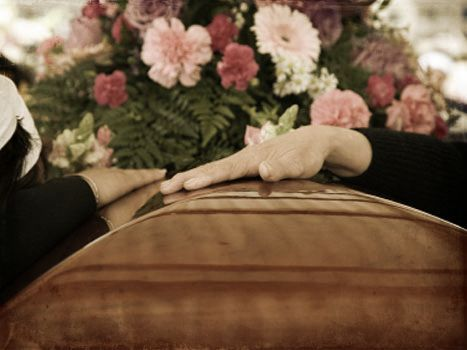Familia veló y cremó a abuelita equivocada -  Funcionarios del Servicio Nacional de Medicina y Ciencias Forenses (Senamecf) entregaron el cadáver deMaría Ignacia Torreles, de 90 años, a una familia equivocadael pasado lunes 26 de febrero. Fue velada, cremada y sus cenizas esparcidas. Mientras, a los parientes de María Ignaciales daban ex... - https://notiespartano.com/2018/03/07/familia-velo-cremo-abuelita-equivocada/
