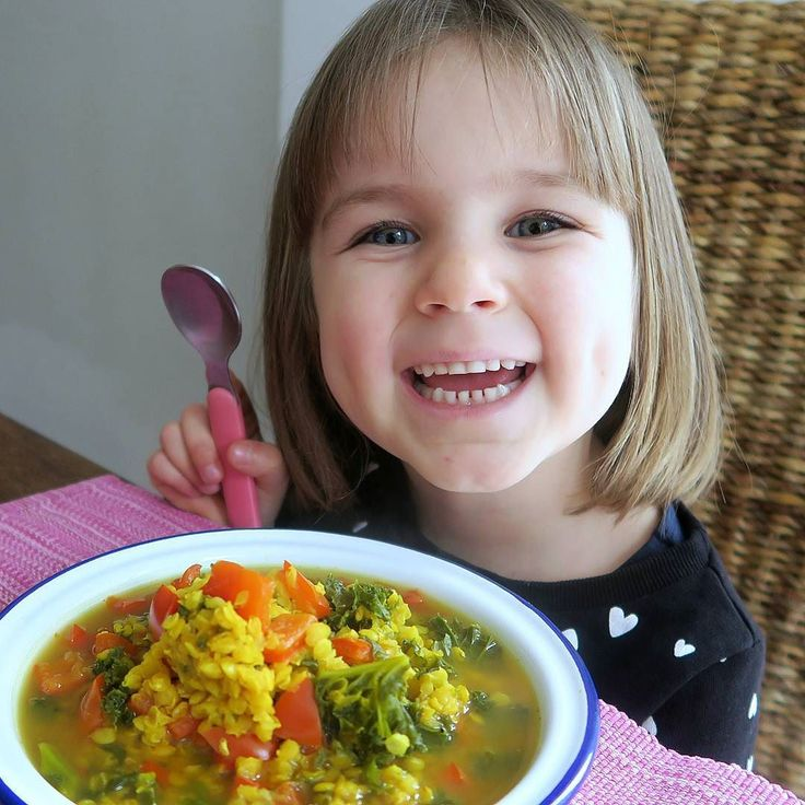 V E G A N  K I D S  Here is Sienna about to tuck into an immunity booster Kale & Lentil Turmeric Soup!  I made it in the @instantpotuk by simply cooking red lentils with frozen kale leaves red pepper ground turmeric & water for 2 minutes!  Sienna's full day of eating is now LIVE on Vegan Family TV!  #VEGANFAMILY #VEGANKIDS