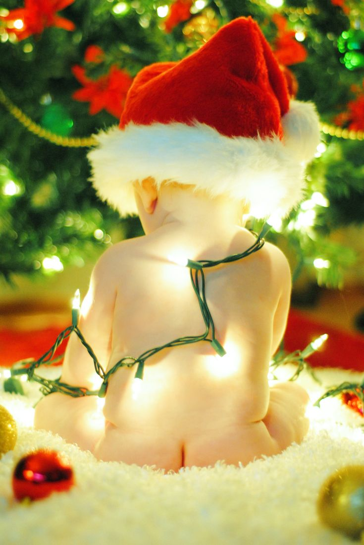 Jon you SOOOO have to do this for your Christmas card! adorbs.    I am sooooo taking Kaidens picture like this! Adorable!!