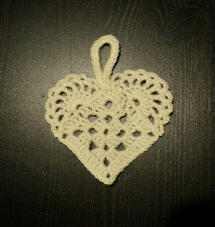 Chrocheted heart, Christmas decoration/heklet hjerte, julepynt. Made by Tonhauk