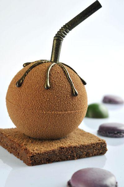 Choco Sphère : une bulle croquante en chocolat, et un coulis à base de mangue qui se déguste avec une paille.