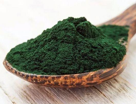 """La Organización Mundial de la Salud ha catalogado la espirulina como un nutracéutico o alimento promotor de la salud. La espirulina (Spirulina maxima) es un alga microscópica extremadamente nutritiva, conocida por algunos como """"el alimento del futuro"""