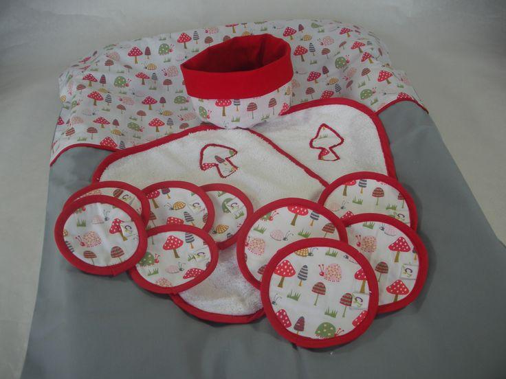 Housse matelas à langer et ses serviettes imperméables, petit panier et ses lingettes : Puériculture par cafoutine