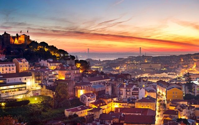 Meine 5 Lieblingsecken in Lissabon  September und Oktober sind perfekte Monate für einen Städtetrip. Eine Stadt die es mir dieses Jahr ganz besonders angetan hat ist Lissabon. Auch im Herbst lockt die Hauptstadt Portugals mit Temperatur zwischen 20° und 25°, ist aber längst nicht mehr so überlaufen wie im Sommer.  Hier verrate ich euch nun…