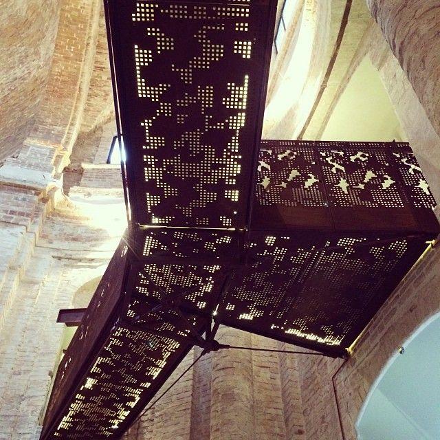 passerella-lamiera-metallo-acciao-rivestimento-vetro-illuminazione-struttura-progettazione-architett