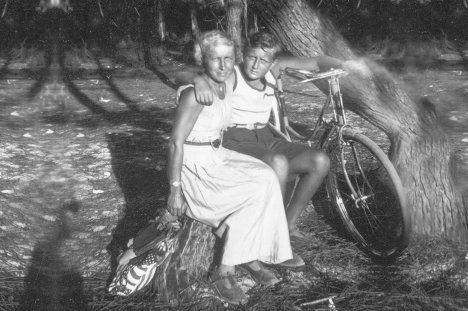 Марина Цветаева с сыном Георгием. 1935 г