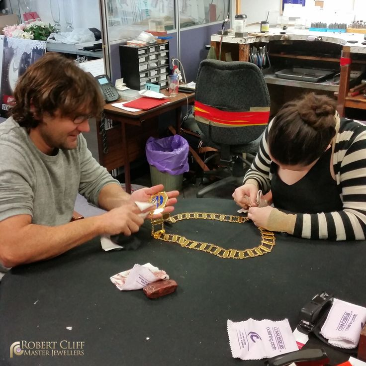 @RCJewellers craftsmen spotted polishing away! --- #workshop #jewellery #sydney #jeweller #designer #castletowers #jewellerydesigner #jewellerydesign #design #igersaustralia #igerssydney #KingsOfBling #sydney #australia #bling #behindthescene #bts #jewelry #blingbling #bling #accesory #luxury #style #jewels