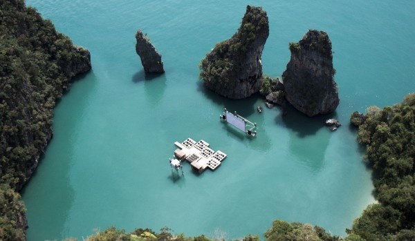 Cinema flutuante na Tailândia.