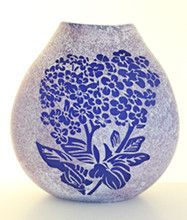 Chatham Island Forget Me Not Vase by Garry Nash – Auckland Museum Online Store