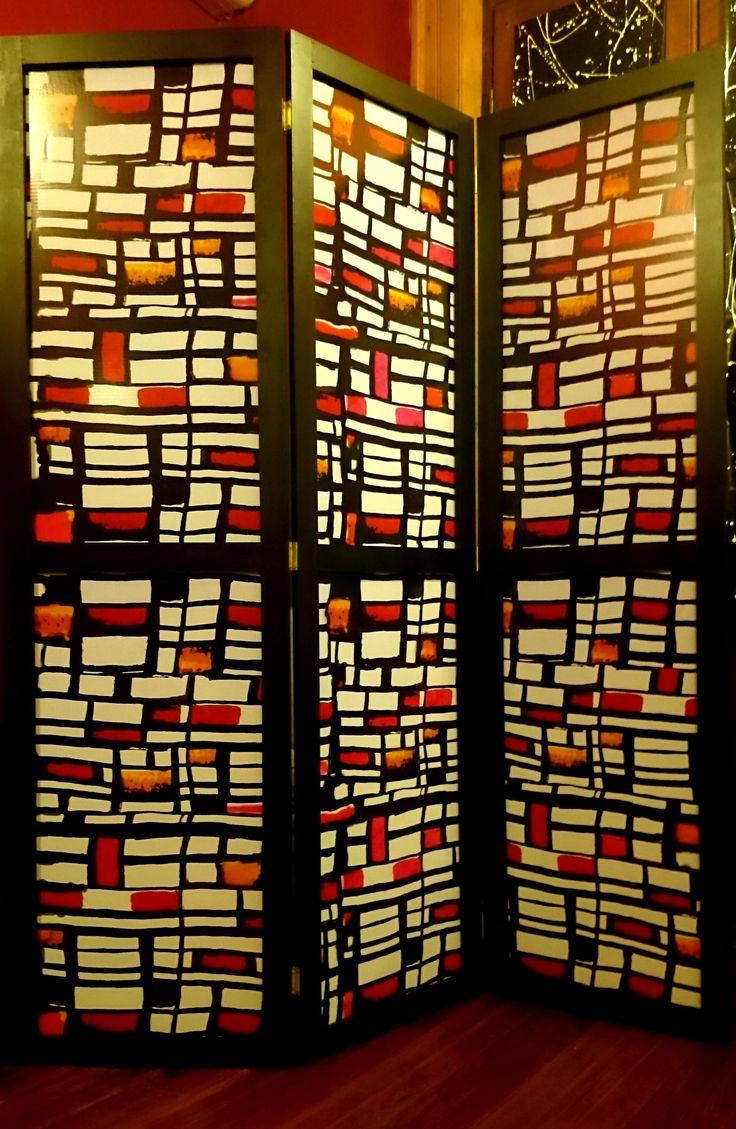 Biombo- Moderno - Decorativo Biombo de tres cuerpos realizado en marco de madera con sofisticados y exclusivos diseños. Medida: Alto 1,80 mts. Ancho por hoja: 0,50 cms. (cada una) https://www.facebook.com/mibiomboestubiombo