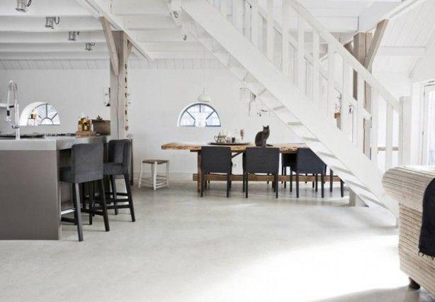 Een mooie lichtgrijze betonnen vloer