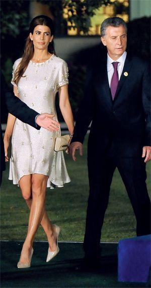 Para el acto de apertura de la cumbre del G-20, Awada lució un diseño en marfil…