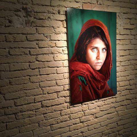 Allestimento - Icons - Mccurry La ragazza afgana