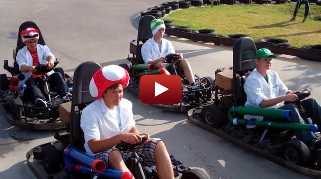 Carrera de Mario Kart Real con Armas, Objetos y un Chain Chomp