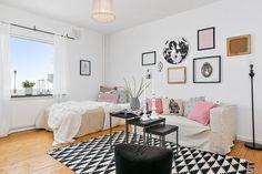 Жизнь в маленькой квартире может быть настоящим праздником, нужно только уметь видеть в ней плюсы....