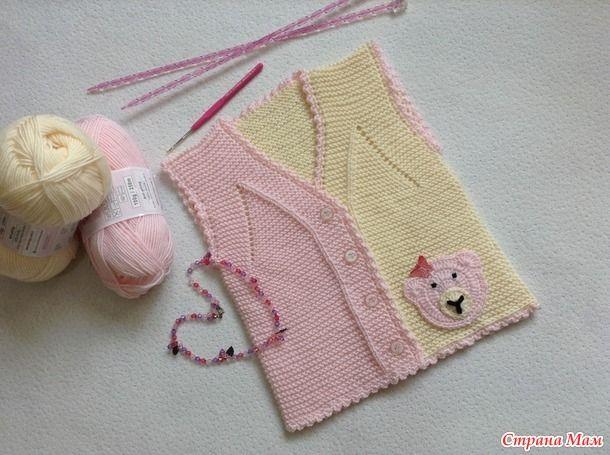 Нежная безрукавочка для малышей