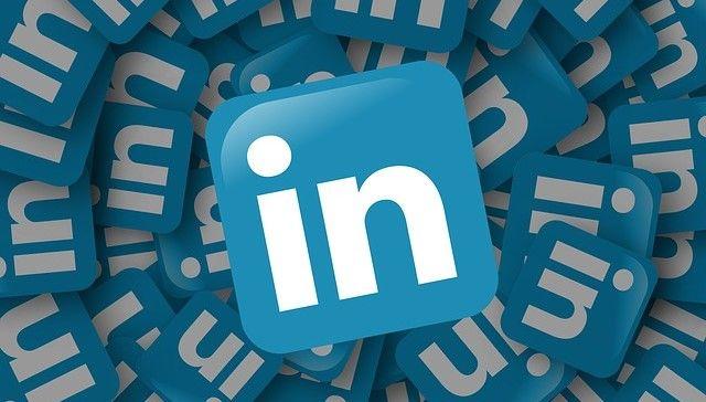 Linkedin este o retea de socializare business, care daca este folosita corect poate sa iti imbunatateasca considerabil prezenta in mediul online. Aceasta ofera utilizatorilor o multime de date despre firmele existente si despre activitatea acestora. Afla mai multe detalii pe http://visudamarketing.ro/5-strategii-de-marketing-online-pe-linkedin/