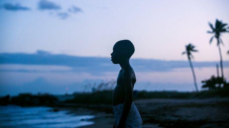 """Ein Kino-Meisterwerk, das vieles bewegt: Regisseur Barry Jenkins erzählt in seinem mit dem Oscar ausgezeichneten Film """"Moonlight"""" gefühlvoll von der Identitätsfindung eines jungen Afroamerikaners."""