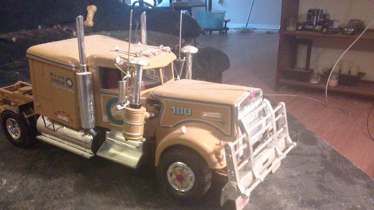 Gallery Pictures - Australian Tractor Cab -- Plastic Model Truck Kit -- 1/24 Scale -- #550719