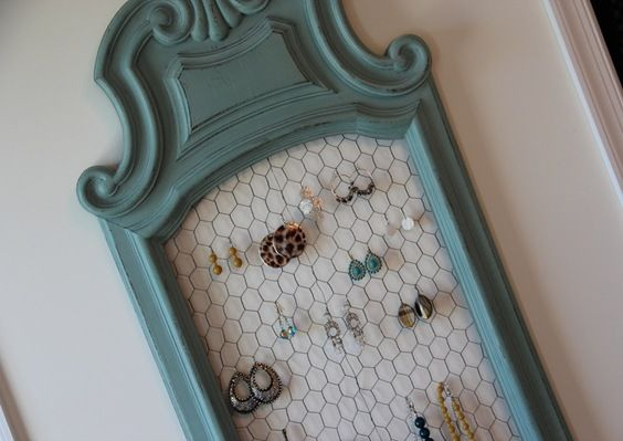 Jewelry Organizer. Need to make this asap. Chicken wire and frame.. easy.: De Thiemann, Chicken Wire, Furniture Restyles, House, Jewelry Holders, Jewelry Ideas, Diy Projects, Easy Idea