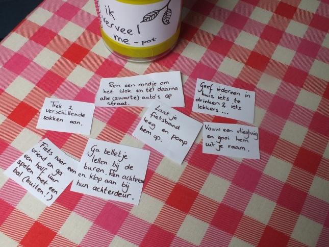 Ik verveel me POT: Vervelen schijnt goed te zijn voor kinderen, maar niet voor moeders. Dus, hier is de oplossing voor alle moeders die ongestoord met een kopje thee en veel chocolade op de bank willen duiken: Maak een pot vol gekke opdrachten en duik lekker de bank op. Wedden dat het werkt! www.hetkleineavontuur.nl