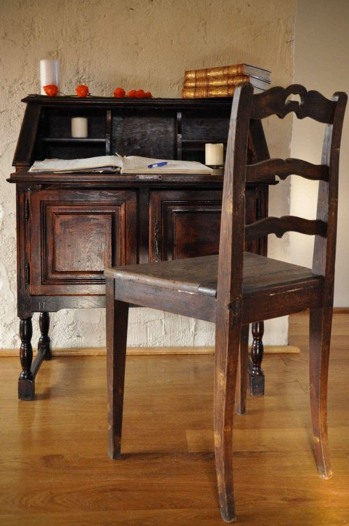 Unique writing desk #restoredfurniture #desk #transylvanianescape @Cincsor.Transylvania.Guesthouses