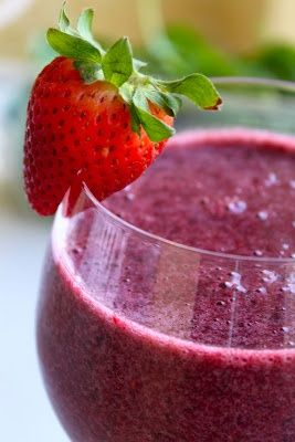 Mixed Berry Smoothie (raspberries, pomegranate juice, spinach, banana, grapes, blackberries, strawberries, lemon)
