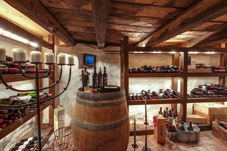 Charmig vinkällare med traditionell atmosfär. Stora Iserås - Bjurfors