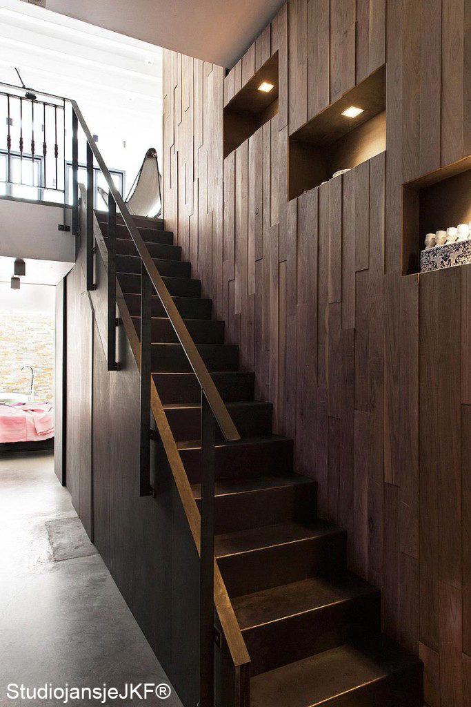 Stalen trap met bijzondere nissen door BNLA architecten. Fotografie: Jansje Klazinga.