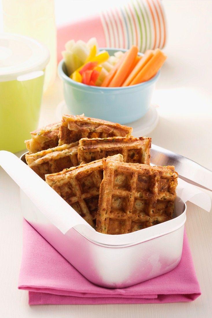 Gemüsesticks und Waffeln | Zeit: 30 Min. | http://eatsmarter.de/rezepte/gemuesesticks-und-waffeln