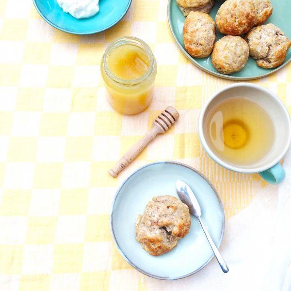 hoe lekker is het om jezelf te verwennen met scones voor het ontbijt en je er niet eens schuldig over te hoeven voelen?! In deze gezonde scones zit slechts