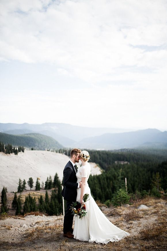 Love everything about this. Intimate mountain wedding in Oregon