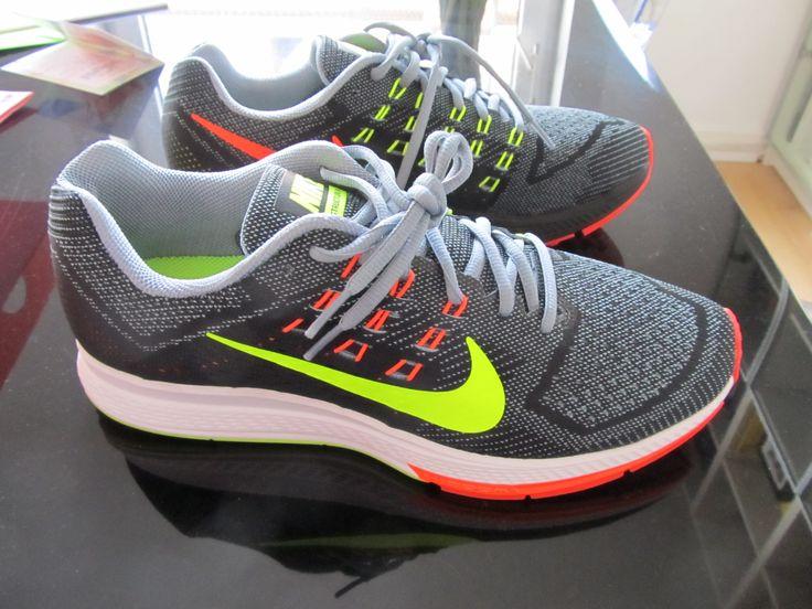 Femmes Nike Structure De Zoom De L'air 18 Salem acheter votre propre profiter à vendre rabais exclusif u7KsmWQO