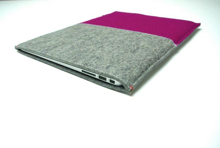 MACBOOK AIR 13 + 11 inch SLEEVE - vilt in grijs en Roze Paars  door WestermanBags op Etsy https://www.etsy.com/nl/listing/193813874/macbook-air-13-11-inch-sleeve-vilt-in